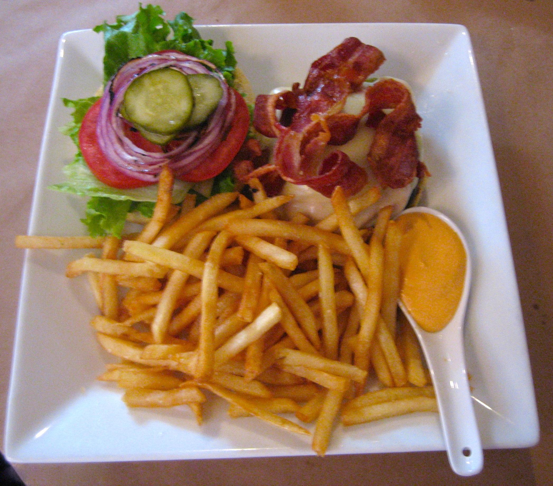 Great Burger at L'Attitude